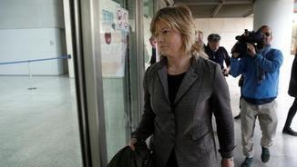 L'exregidora del PP de València Ana Albert arribant als jutjats per declarar com a investigada (EFE)