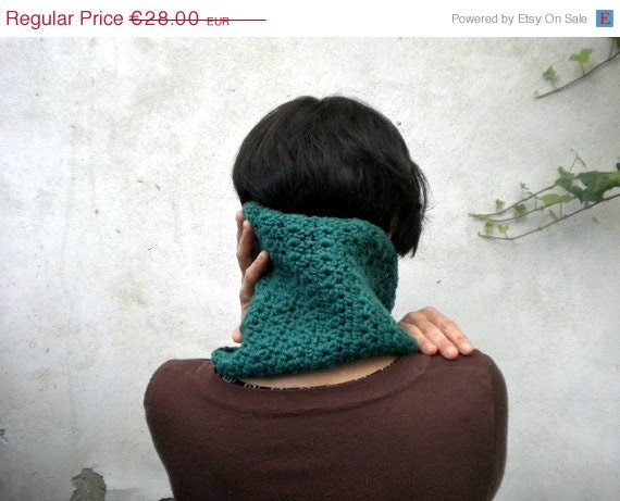 ON SALE teal neck warmer in crochet wool, infinity scarf or cowl for women or men in seagreen color - vumap
