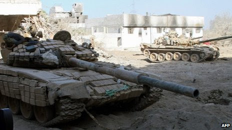 Syrian army tanks in Damascus suburb of Jobar (24 August 2013)