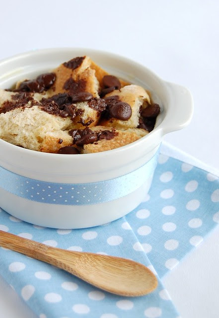Chocolate chip bread pudding / Pudim de pão com gotas de chocolate
