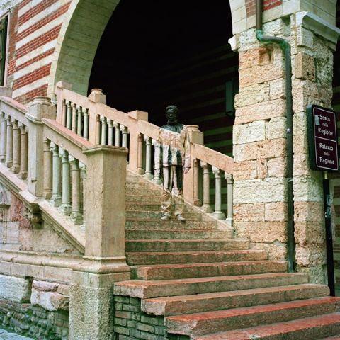 Liu Bolin, Scala della Ragione
