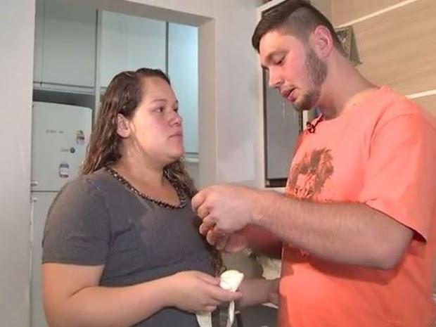 Casal diz que foi vítima de violência obstétrica (Foto: Reprodução/RBS TV)