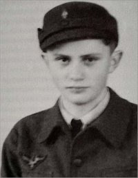 http://hikmatun.files.wordpress.com/2009/09/ratzinger_young.jpg?w=200