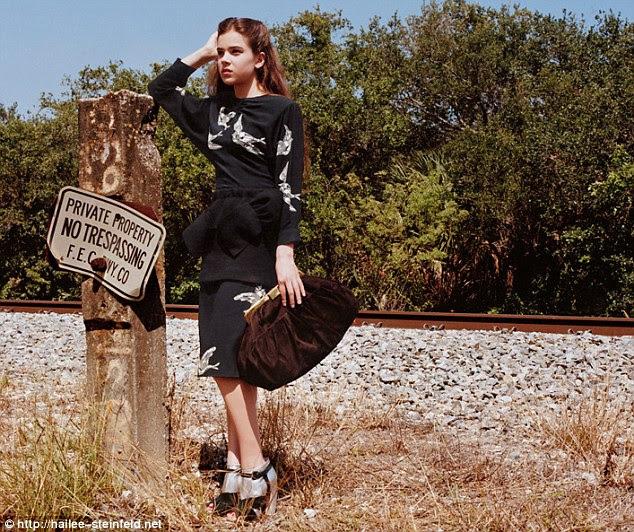 Muito jovem?  Sobrancelhas foram levantadas quando adolescente Steinfeld estrelou uma das campanhas recentes Miu Miu