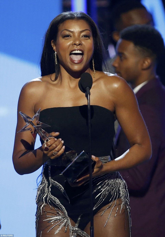 Grande noite: Mais tarde, à noite, ela recebeu o prêmio de Melhor Atriz