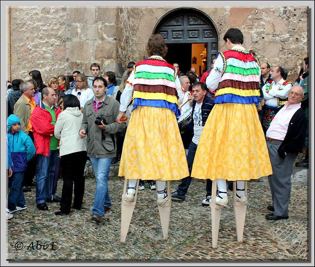 9 fuera de la Iglesia para bailar la jota