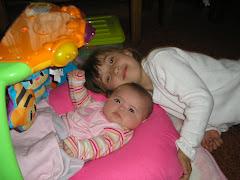 con su hermanita Cata