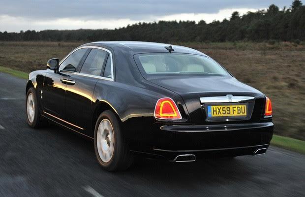 Rolls-Royce Ghost tem motor 6.6 litros V12 biturbo, de 570 cavalos e 79,5 kgfm de torque (Foto: Divulgação)