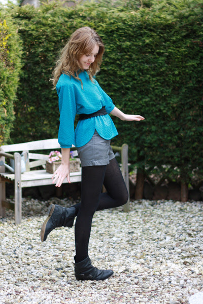 Black-newlook-boots-heather-gray-h-m-shorts-turquoise-blue-vintage-blouse_400