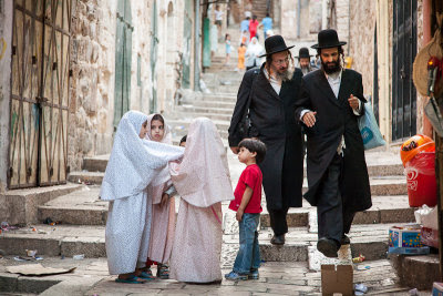 Jewish men Muslim children