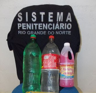 Agentes do CDP de Apodi foram informados que garrafas continham água (Foto: Márcio Morais)