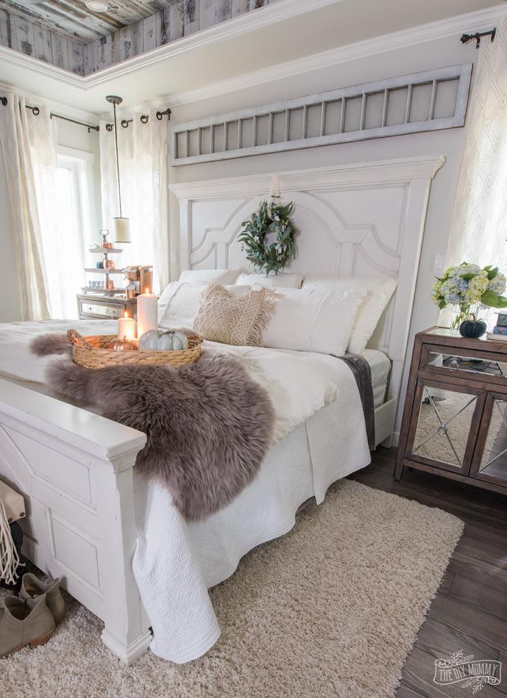 Cozy & Easy Fall Bedroom Decorating Ideas
