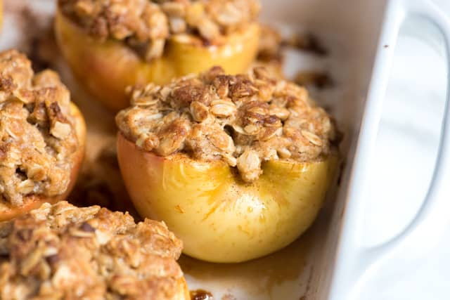 Easy Baked Apples with Oats and Brown Sugar