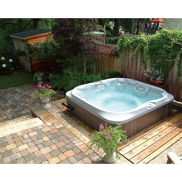 garden jacuzzi hot tub