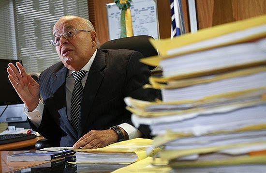 Desembargador Tourinho Neto em seu gabinete Tribunal Regional Federal da 1ª Região
