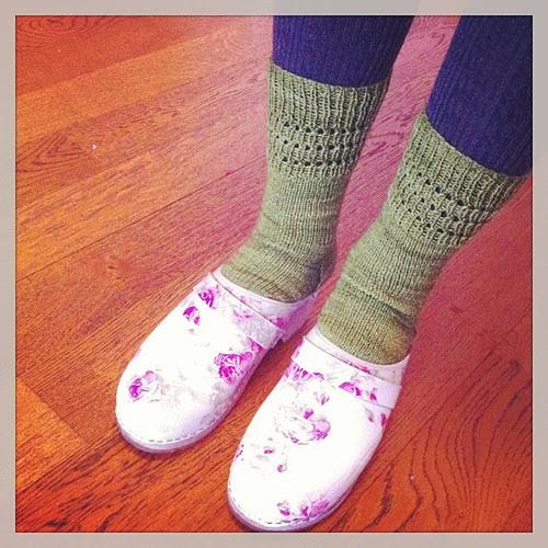 So happy with my knitted socks:) Così felice con le mi calze fatte a maglia:)