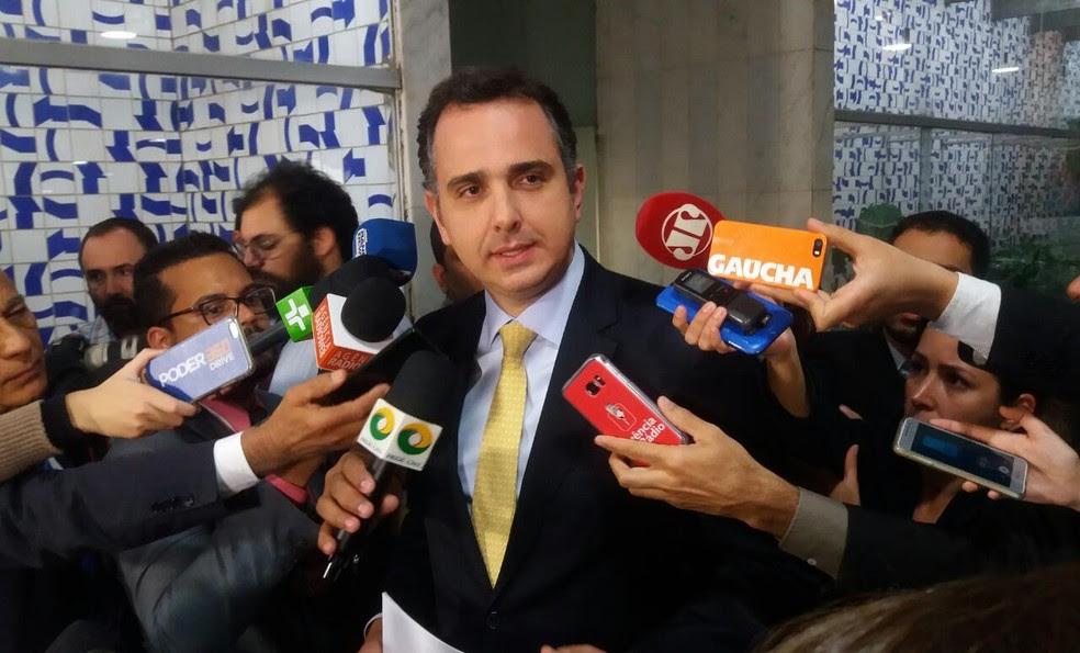 O presidente da CCJ da Câmara, deputado Rodrigo Pacheco (PMDB-MG), anunciou a jornalistas que rejeitou requerimento para audiência com Janot (Foto: Bernardo Caram/G1)