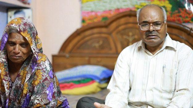 Los padres de Avadhesh Yadav