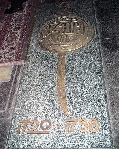 Archivo: La tumba del Rey Erakli II de Georgia en Svetitskhoveli cathedral.jpg