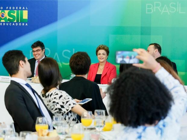 Dilma participa de café da manhã com jornalistas no Palácio do Planalto (Foto: Ichiro Guerra / PR)