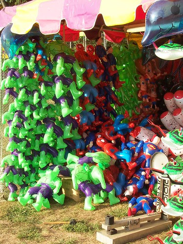 100_1783 Hulk Spider-Man and Superman balloons
