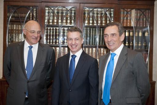 El LendakariIñigo Urkullu junto aJavier Echenique Landiribar (derecha).