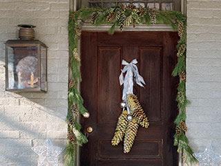 pinecones-door-l