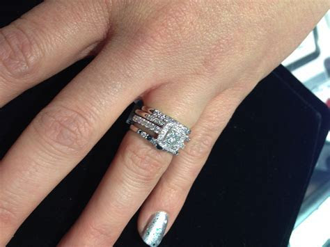 stacked mismatched wedding bands LOVE!   ?fashion