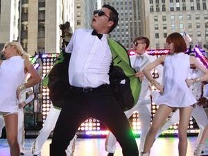 Psy e seus dançarinos reproduzem a coreografia do clipe que já teve 160 milhões de visualizações no YouTube em dois meses (Foto: Reuters/Brendan McDermid )