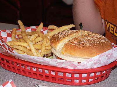 hamburger dans un panier.jpg
