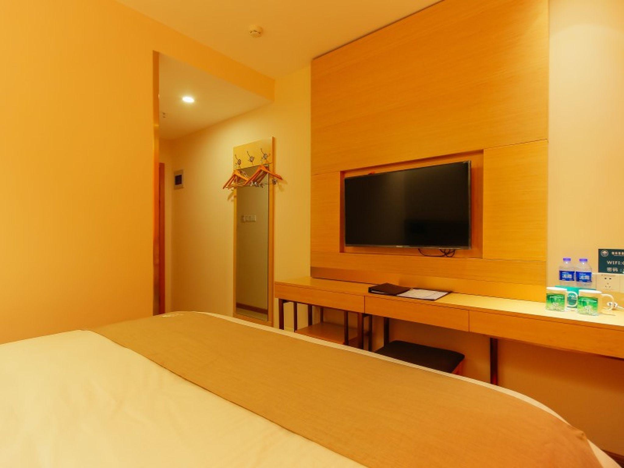 GreenTree Inn Zhengzhou Zhongyuan District Huaihe Road Tongbai Road Metro Station Shell Hotel Discount