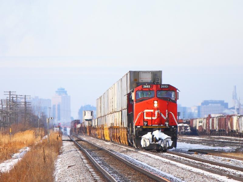 CN 2693 in Winnipeg