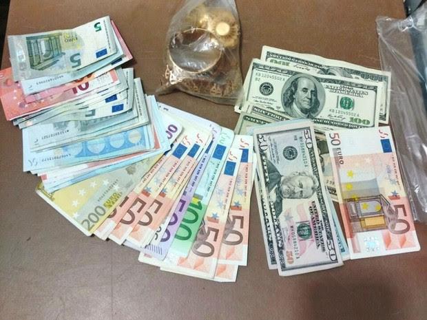 Dinheiro e joias foram entregues à vítima (Foto: G1)