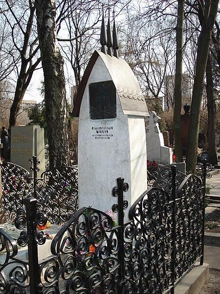 File:Grave of Anton Chekhov 3.jpg