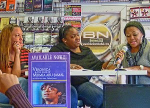 Discussing the book on Veronica Jones with her daughters Kiyra Jones, Sherri Jones-Caliste and Tiffany Jones in Philadephia. Veronica Jones exposed the state frame-up of Mumia Abu-Jamal during the early 1980s. by Pan-African News Wire File Photos