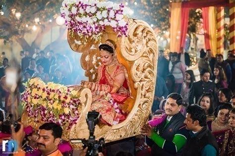 Stunning Wedding Palki Decoration Ideas for That Perfect