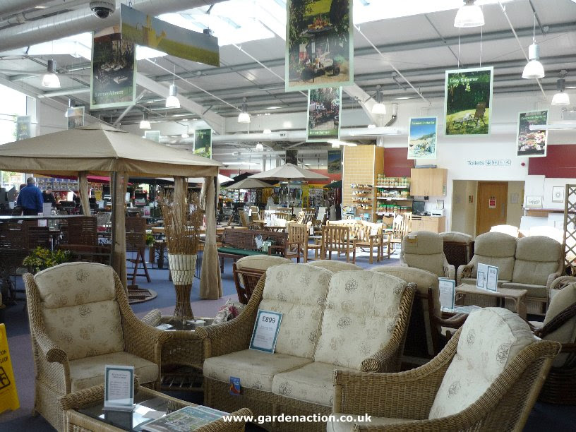 The cafe and food at Dobbies, Southport