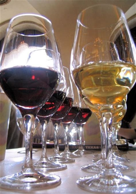 What Kinds of Wine Should I Serve at My Wedding?