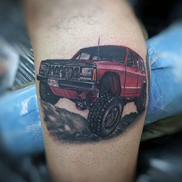 Tatuagem de bezerro vermelho Jeep Mens perna levantada