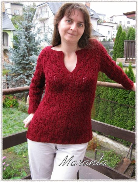 sweter medaliony