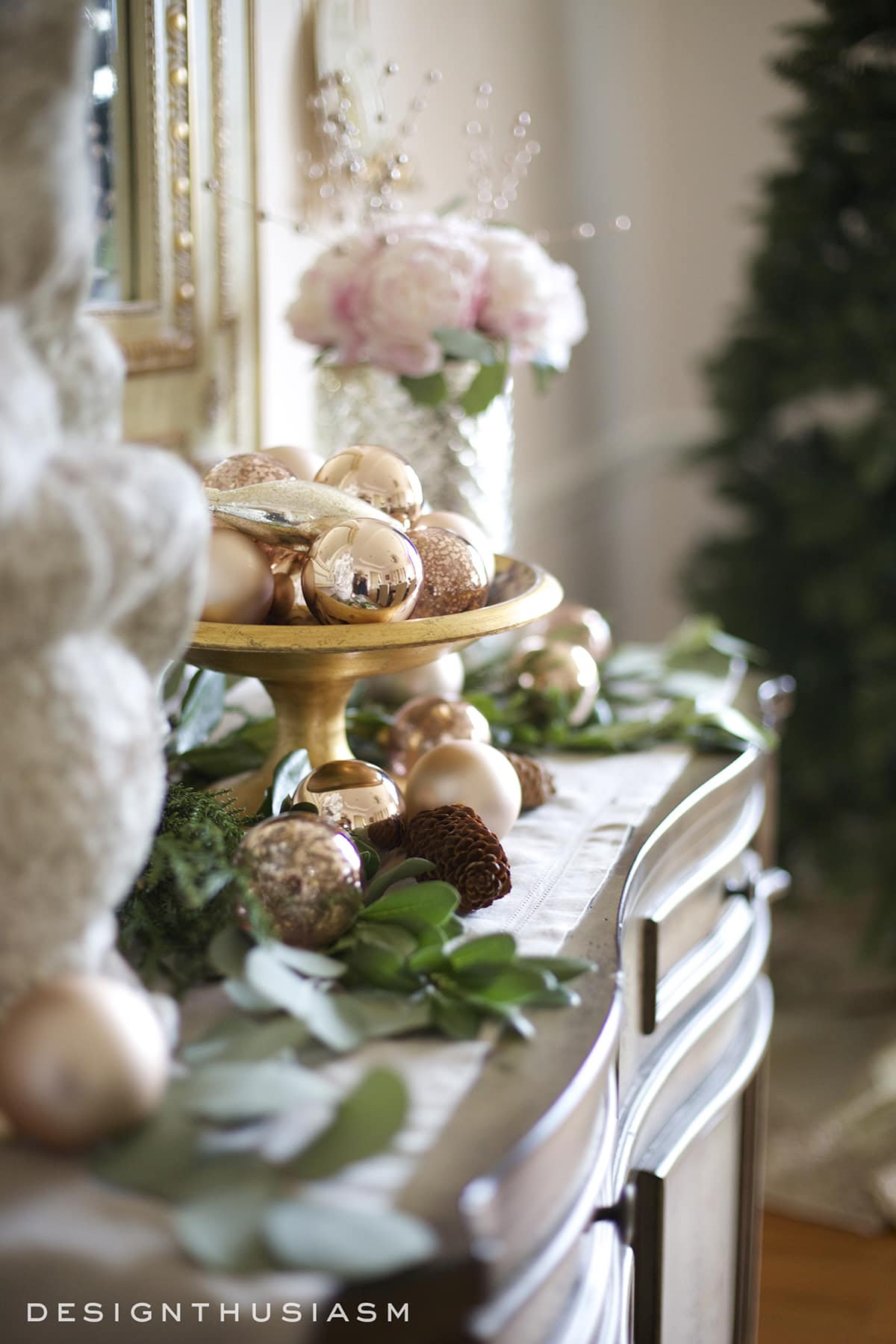 rose-gold-christmas-decor-on-the-sideboard-designthuisasm.com