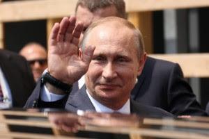 Vladimir Putin saluta Alla sua visita in Italia - foto Evgeny Utkin