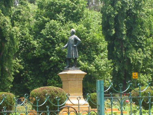 Statue of Sheshadri Iyer