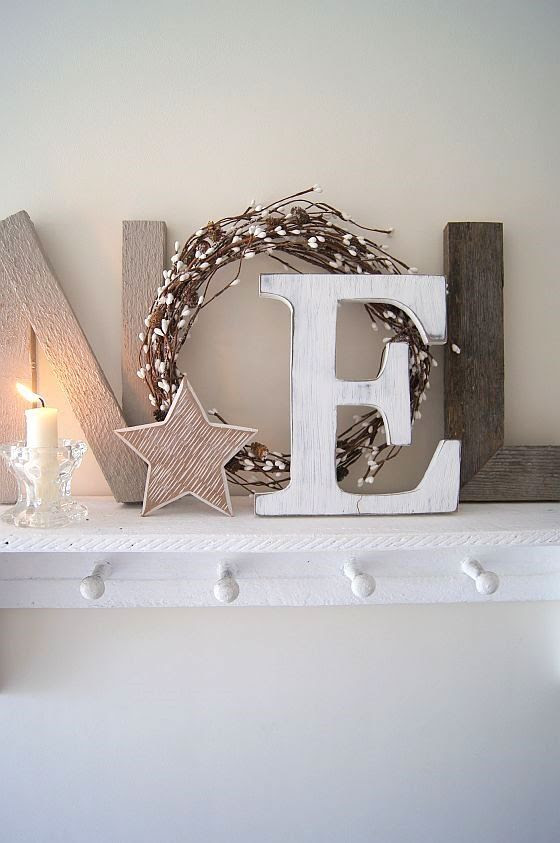 This country chic Noel looks lovely & tasteful. Perfect to display in your studio.