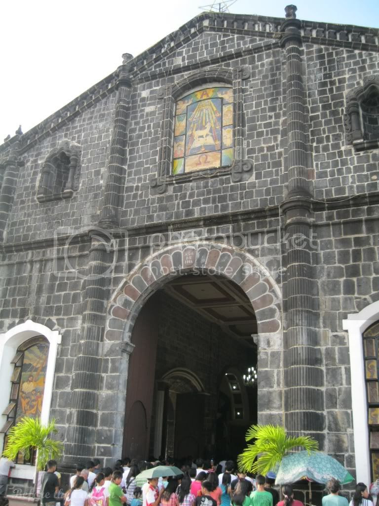 Tabaco Church (in Bicolandia) is crowded.