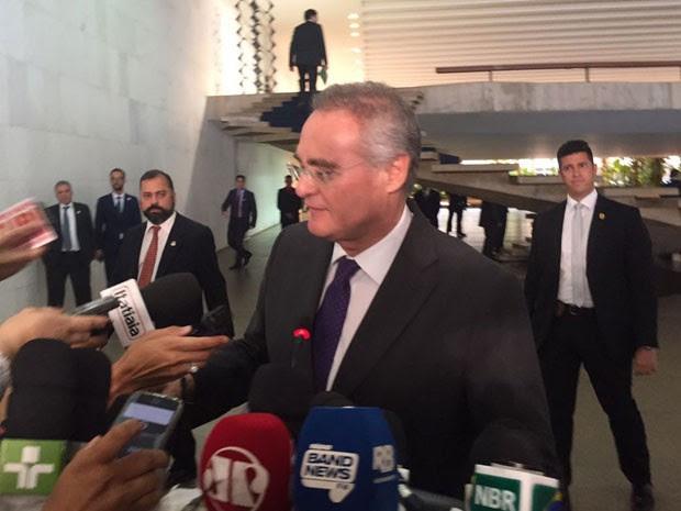 O presidente do Senado, Renan Calheiros, durante entrevista coletiva no Palácio do Itamaraty após reunião sobre segurança pública entre os chefes dos três poderes (Foto: Luciana Amaral / G1)