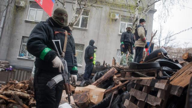 """GRU w Donbasie, wcześniej """"zdobywali"""" Krym. Ukraiński admirał: To już wojna"""