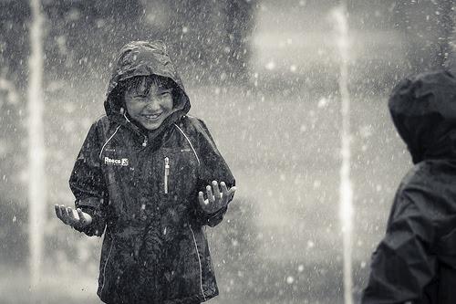 Resultado de imagen para boy in the rain