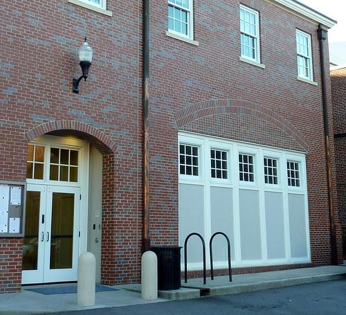 P1010042-2010-03-06-Decatur-City-Hall-West-Facade-Panel-Doors-Detail-Arches-Brick