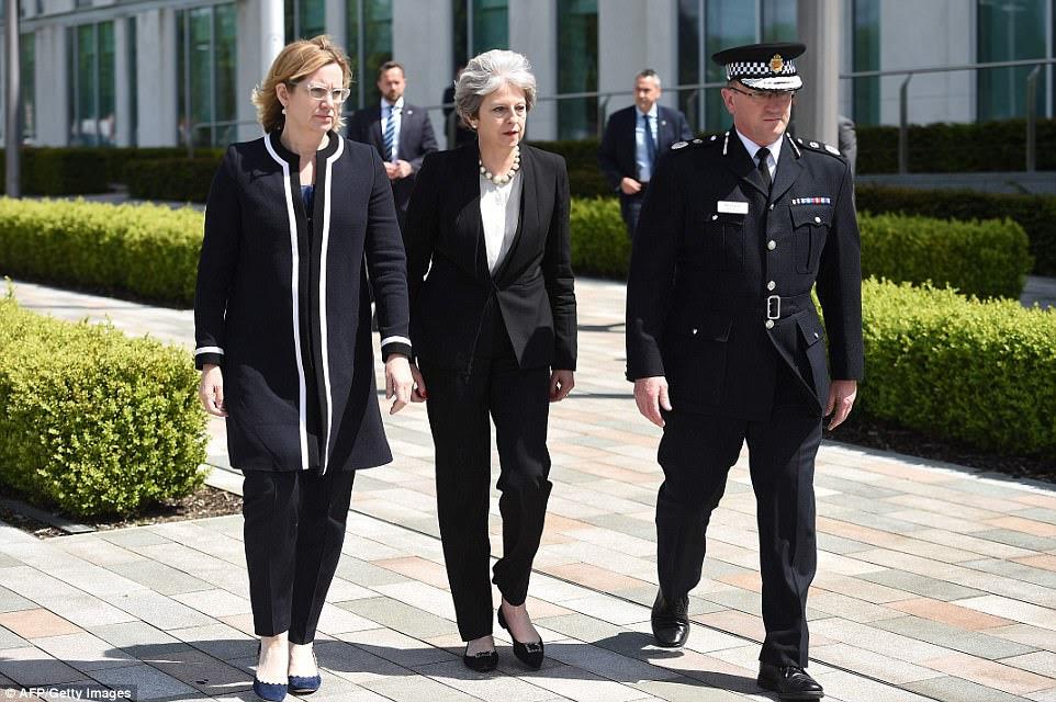 Teresa May e Home Secretary Amber Rudd conheceu Manchester Conselheiro principal Ian Hopkins na cidade esta tarde